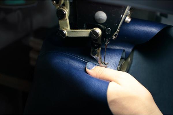 藍染レザーミシン縫い