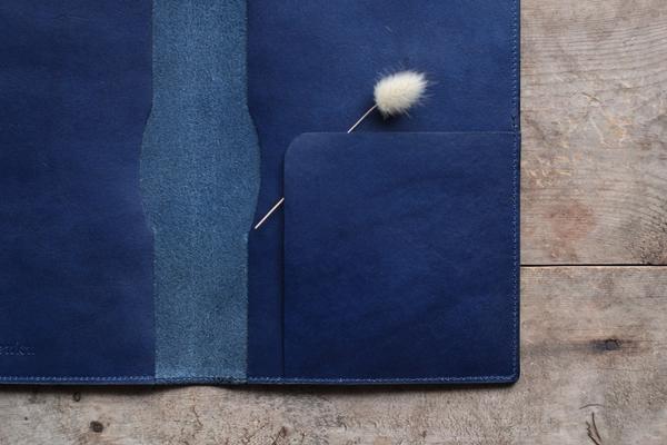 藍染革[migaki&shiboai] A5サイズノートカバー