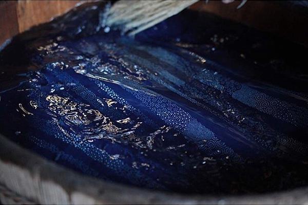 藍染レザー型染の染色