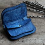 海光藍染レザーの二つ折り財布